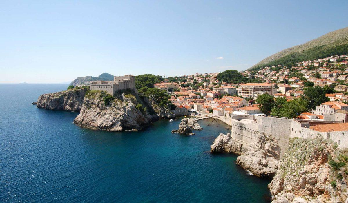 Dubrovnik en Croatie : la mer et les falaises